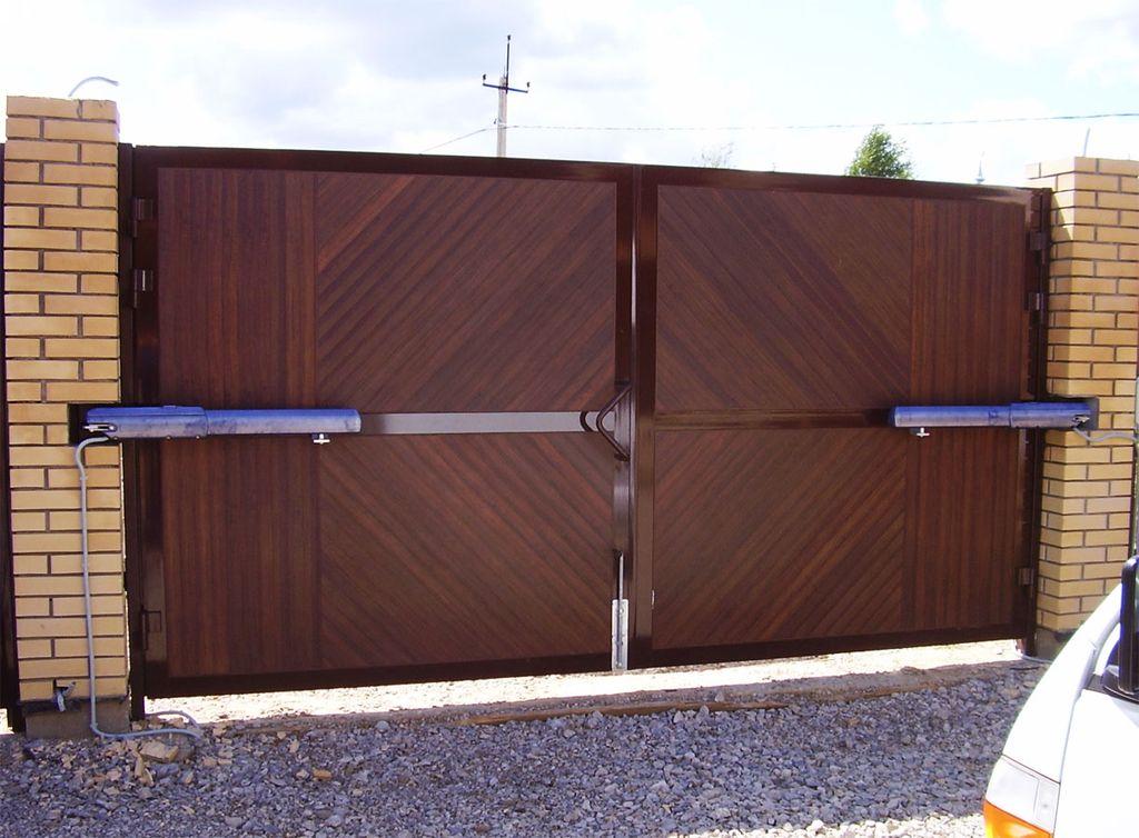 Распашные ворота с электроприводом фото